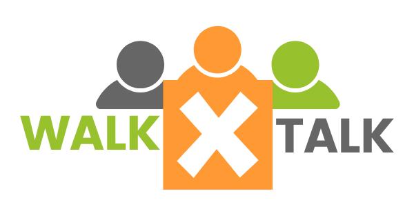 Logo walk X talk. Schrift und drei Figuren in den Farben grau orange grün.