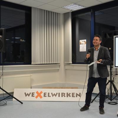 Christopher J. Schmidhofer spricht auf der Bühne bei der Female Founders in Reutlingen